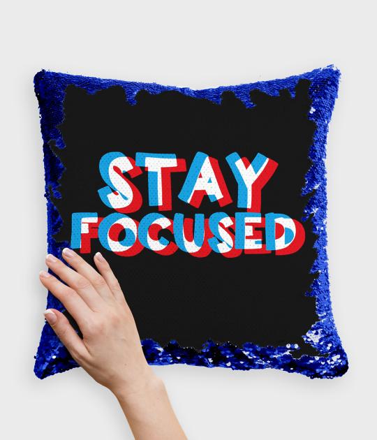 Poduszka z cekinami niebiesko-biała Stay focused