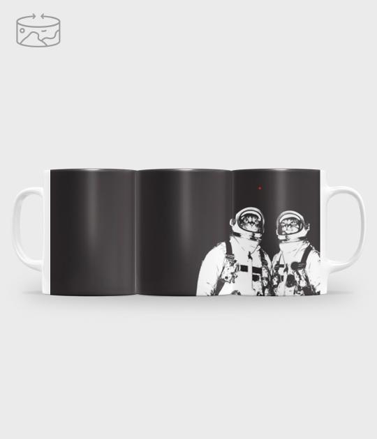 Kubek full print (panorama) Kot astronauta