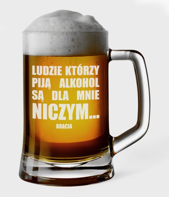 Kufel do piwa Ludzie, którzy piją alkohol